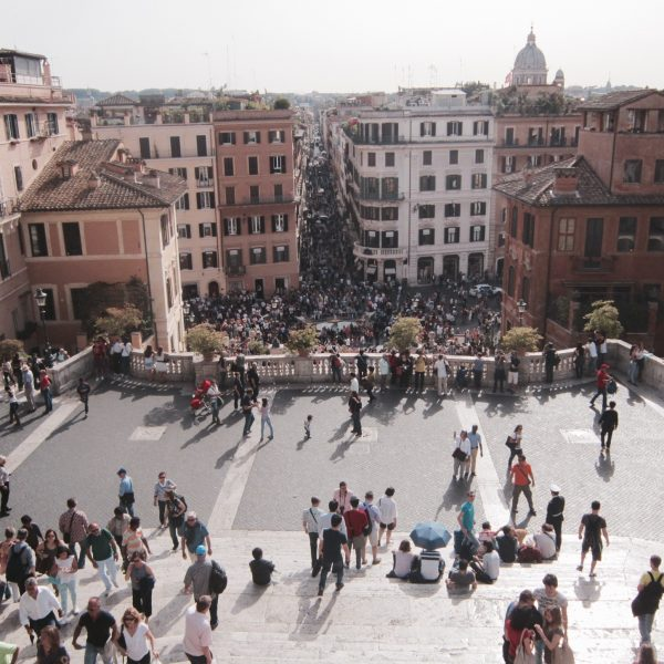 looking-down-at-a-crowd-of-people_t20_JaQRgl